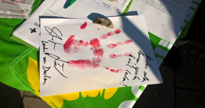 """Aktionsstände """"Red Hand Day"""" in Dachau und Haimhausen"""